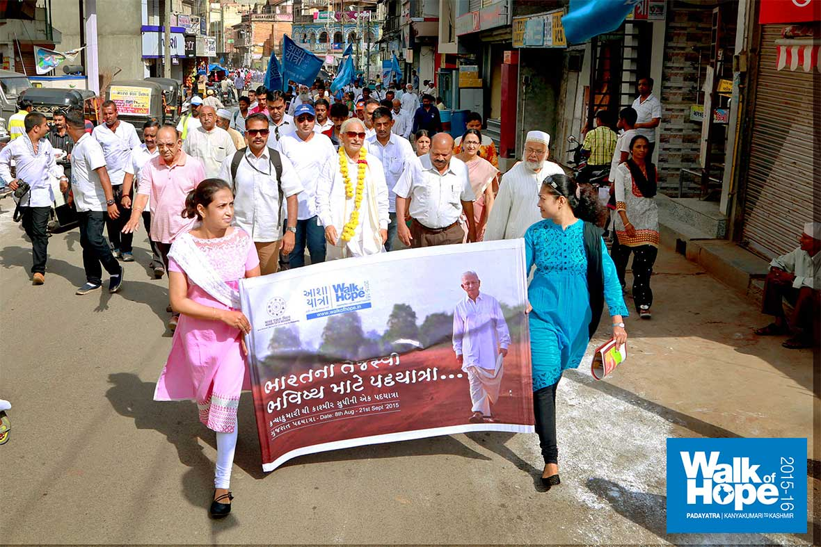 7.The-Padayatra-with-many-school-children-joining-us,-flooded-the-narrow-streets-of-Dahod,-Gujarat