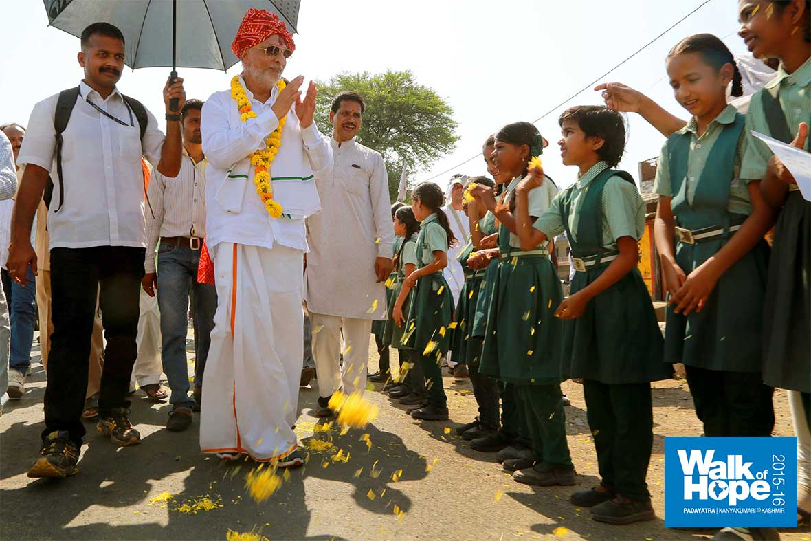 12.School-Children-line-up-to-greet-us-as-we-enter-Ujjain-District,-MP