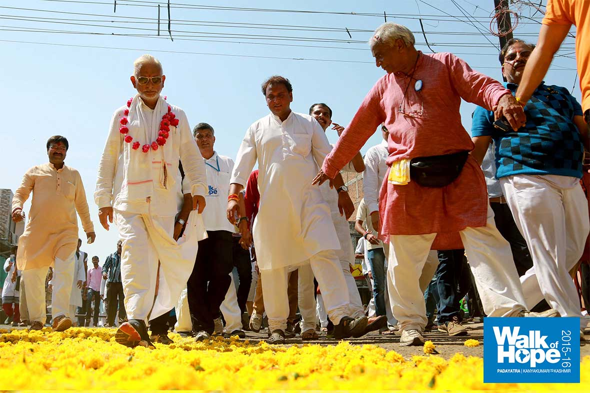 12.This-time,-a-yellow-carpet-for-Sir,-Dewas,-MP