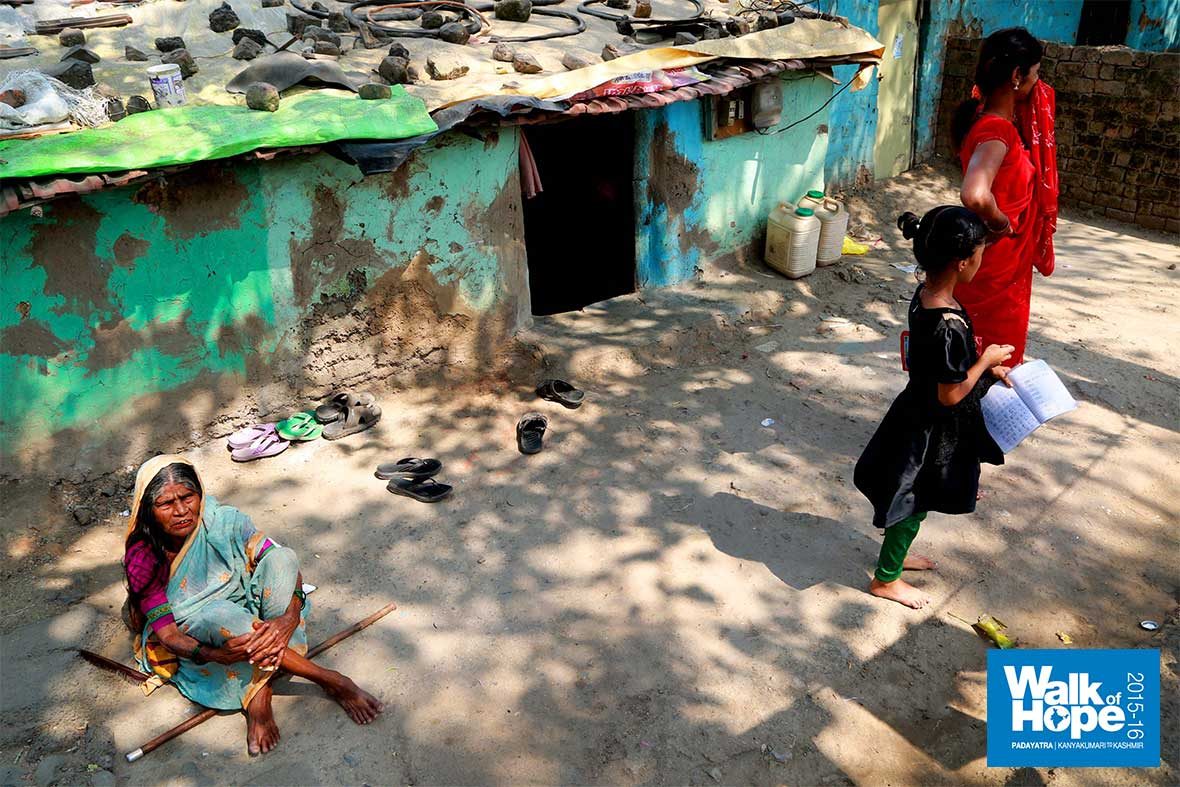 13.Urban-slums-materialise-once-we-near-the-big-metro..-Indore,-MP