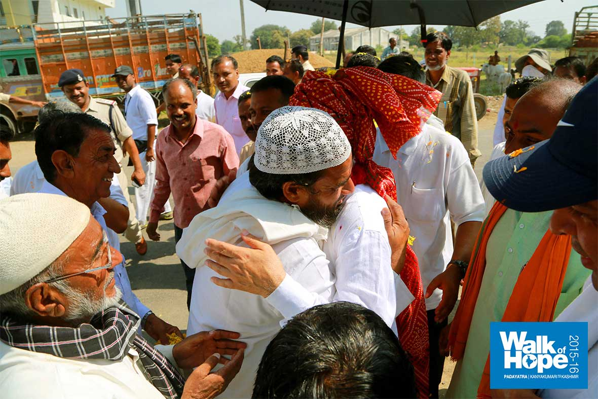 13.Warm-welcome-by-our-Muslim-brethren-of-Ujjain,-MP