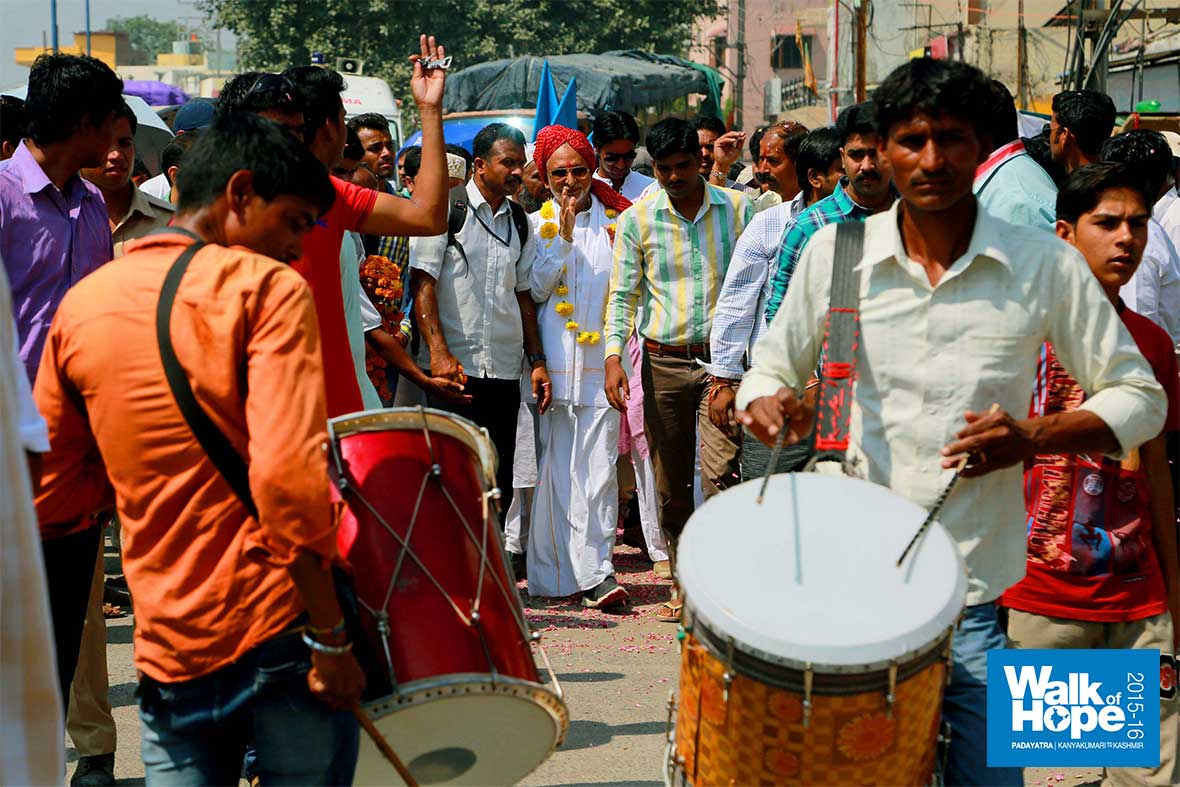 15.Drums-do-their-part,-revving-up-public-interest!,-Sirpur-Talab,-Indore,-MP