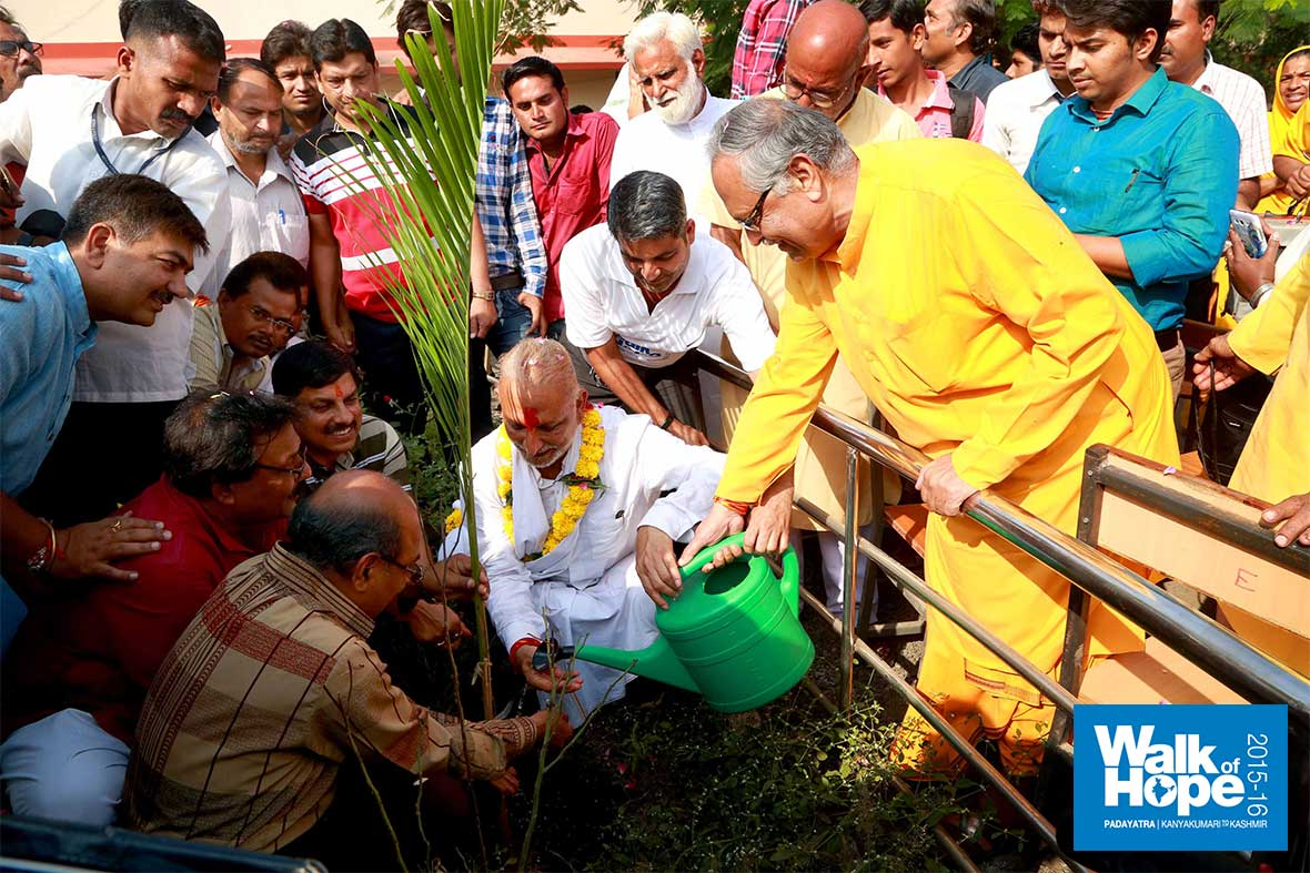 15.Tree-planting-at-the-Ujjain-Polytechnic,-Dewas-Road,-Ujjain,-MP