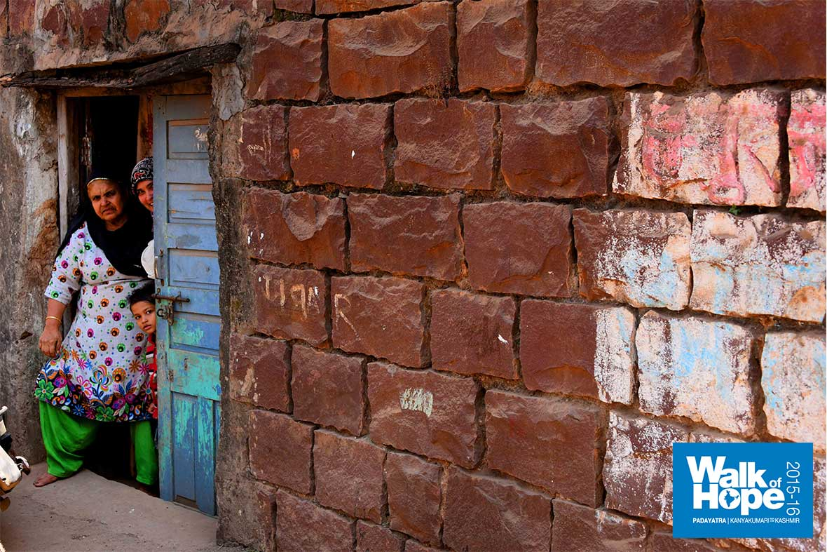 19.Let-walls-not-separate-people!,-Bhopal,-MP