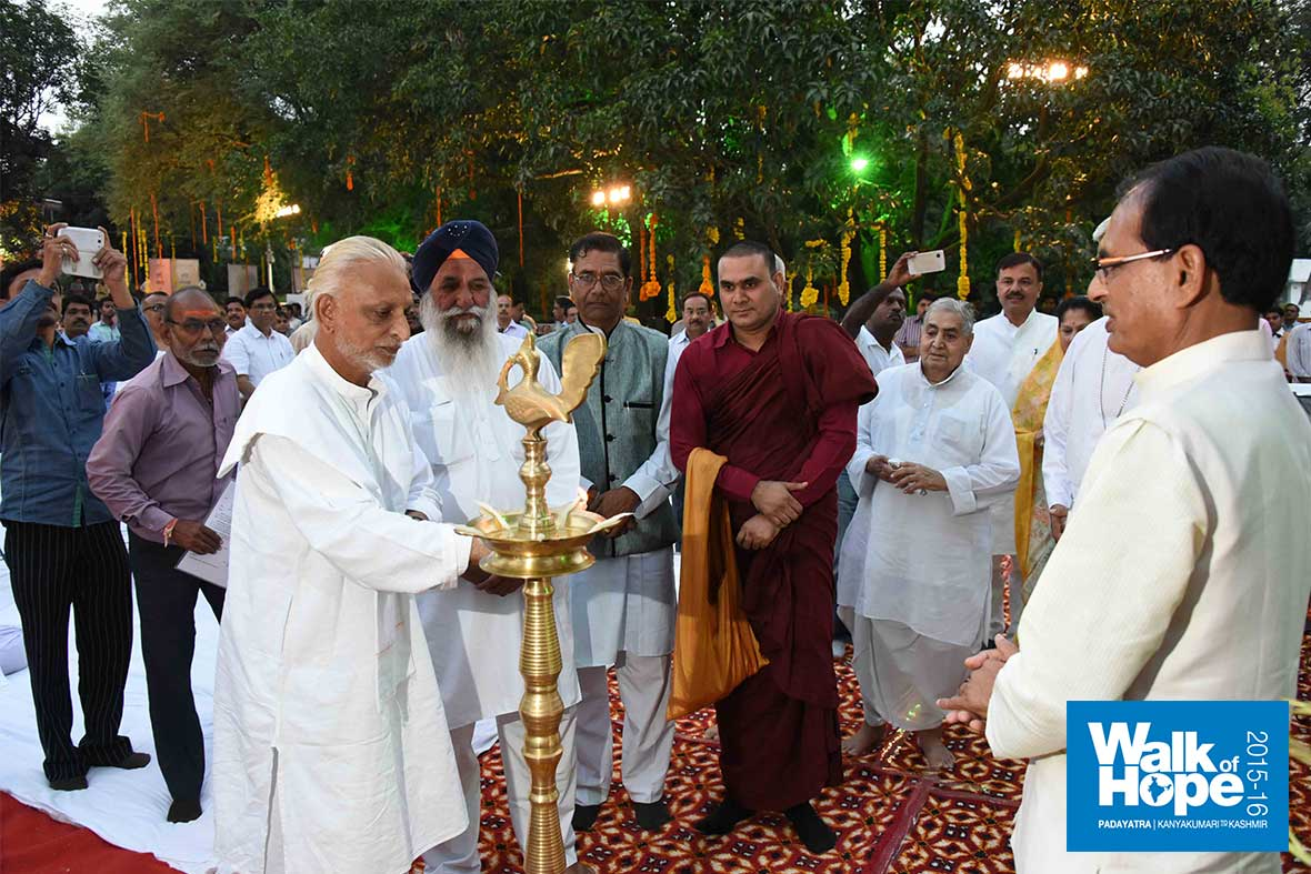 25.DSC_4714-(Lighting-the-lamp-at-the-Chief-Minister
