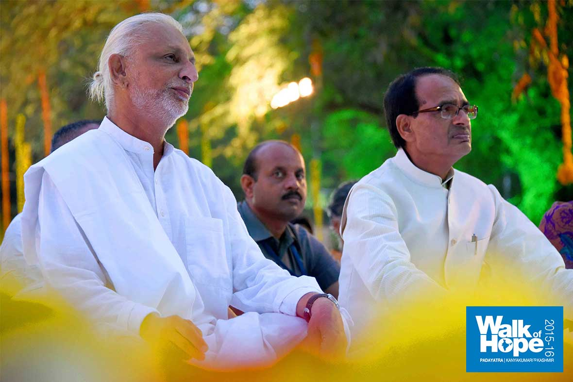 27.Sir-&-CM-are-all-ears,-listening-to-the-dulcet-music-of-Ms-Kalapini-Komkali,-Bhopal,-MP