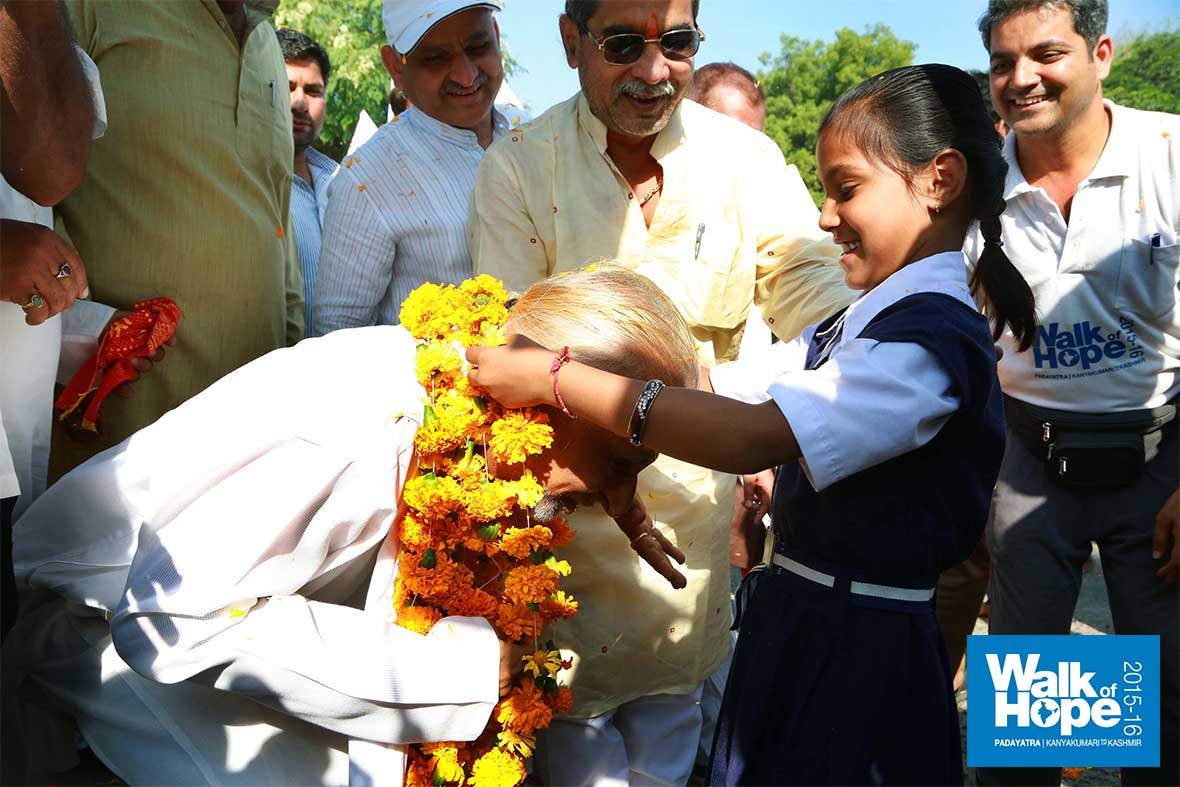 3.Sir-bends-really-low-to-enable-this-little-angel-to-garland-him,-Sehore,-MP