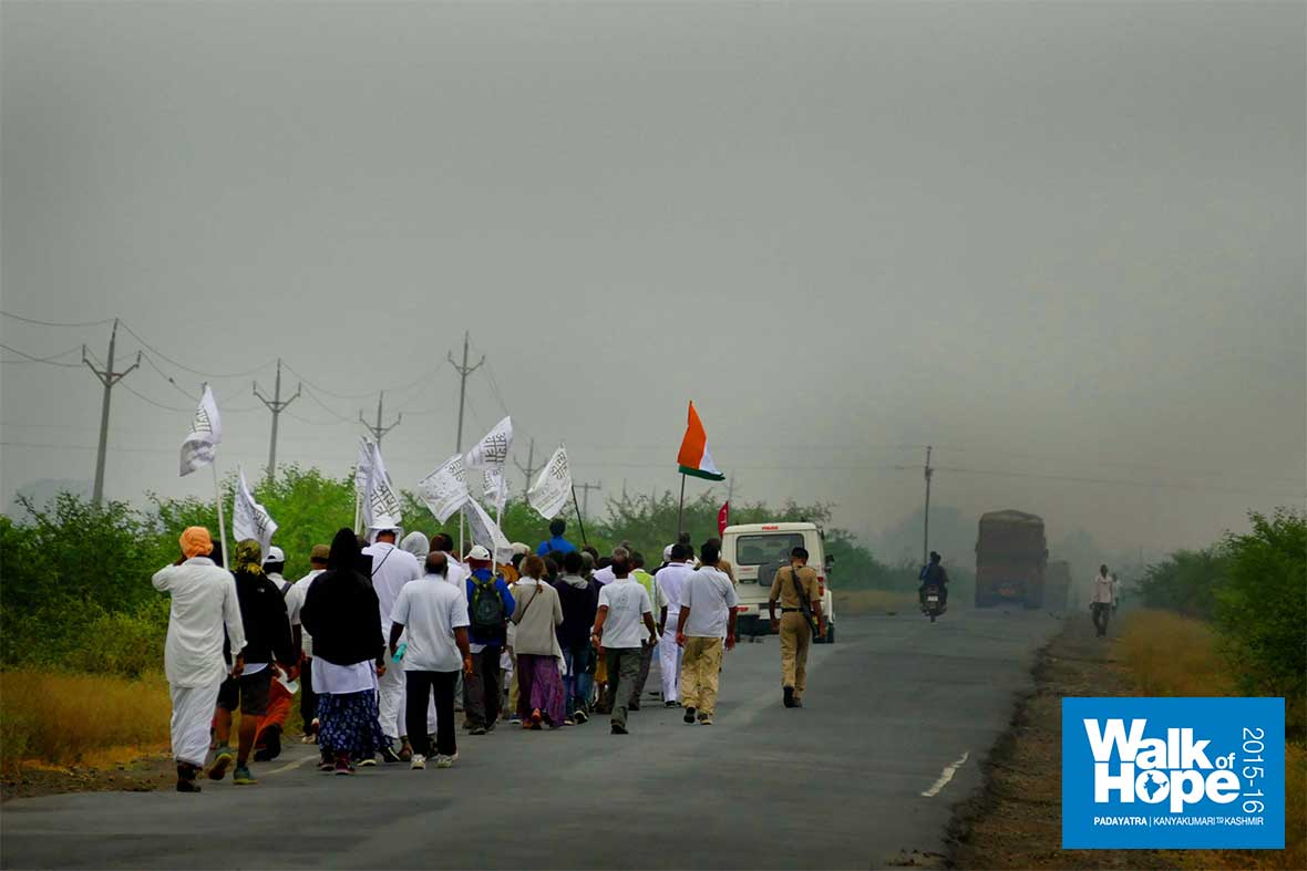 4.Flags-fluttering,-we-march-ahead,-along-NH-12,-to-Udaipura,-Raisen,-MP