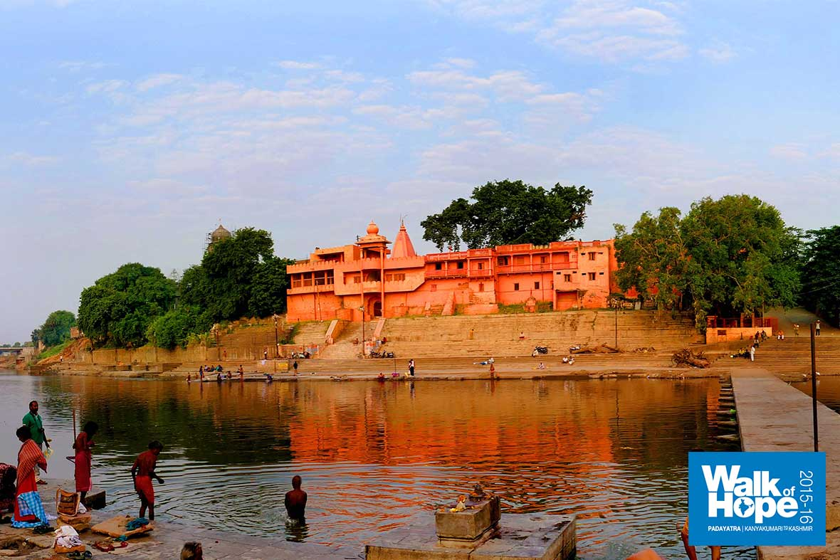 4.Panoramic-view-of-the-Kshipra-river-with-its-many-temples-&-bathing-ghats,-Ramghat,-Ujjain,-MP