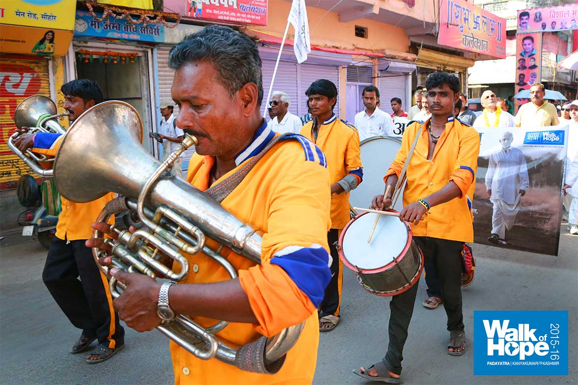 6.Trombones-&-drums-dished-out-a-striking-fare,-rousing-the-citizens-of-Sehore-to-take-note-of-our-arrival,-Sehore,-MP