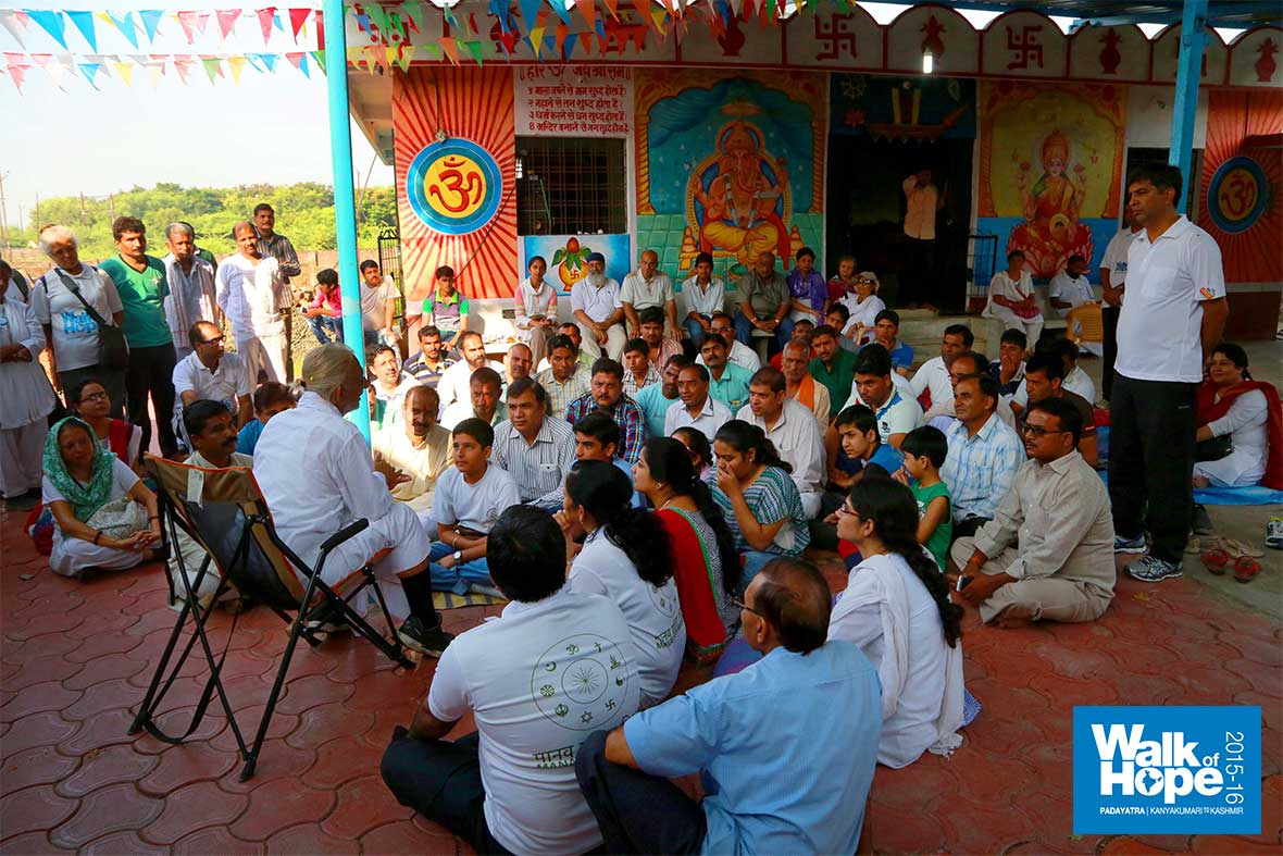 7.Another-intimate-Satsang-at-breakfast-point,-Navadapanth,-Indore,-MP