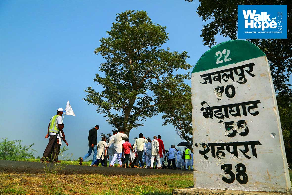 12.Walking-along-SH-22-was-a-delight-with-huge,-shady-trees-to-protect-us-from-the-sun!,-Narsinghpur,-MP