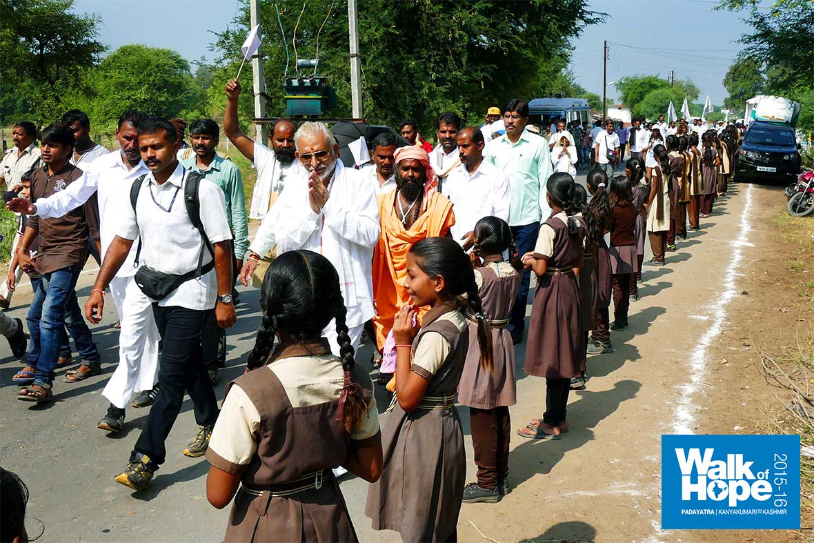 13.More-School-children-from-various-schools-lined-up-to-welcome-us-as-we-neared-the-end-of-the-walk-today,-Saikhera,-Narsinghpur,-MP