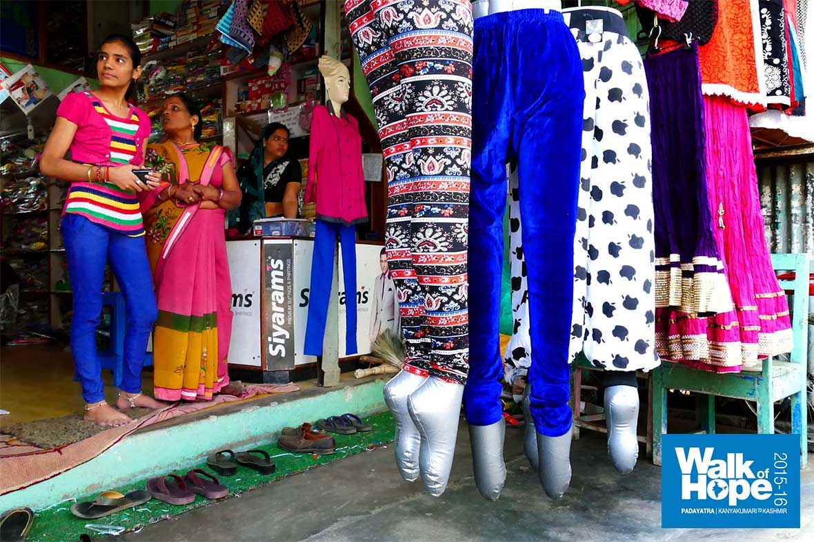 16.Trendy-wear,-snazzy-looking-mannequins!!,-Saikhera-has-them-all,-Narsinghpur,-MP