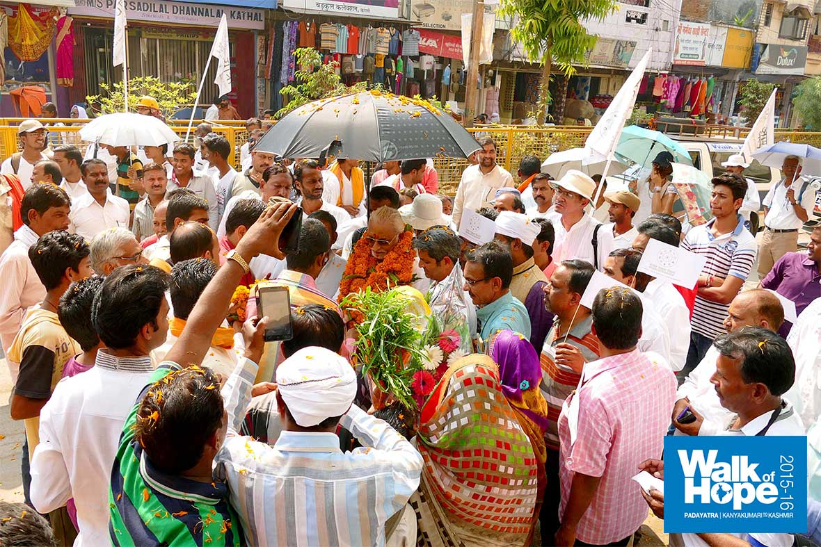 19.It-was-receptions-galore-as-we-marched-along-the-crowded-Kareli-streets,-Narsinghpur,-MP