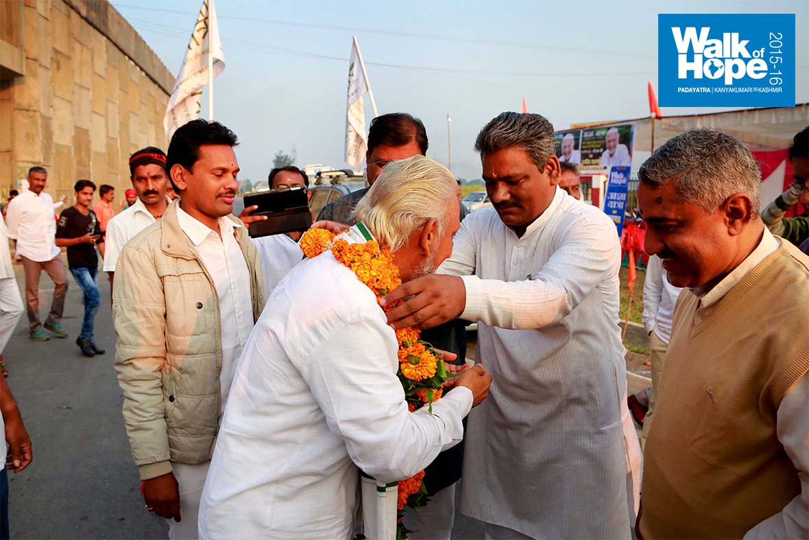 2.Garlands-at-Dokar-Ghat,-our-start-point-on-the-300th-day-of-our-Walk-of-Hope!!,-Narsinghpur,-MP