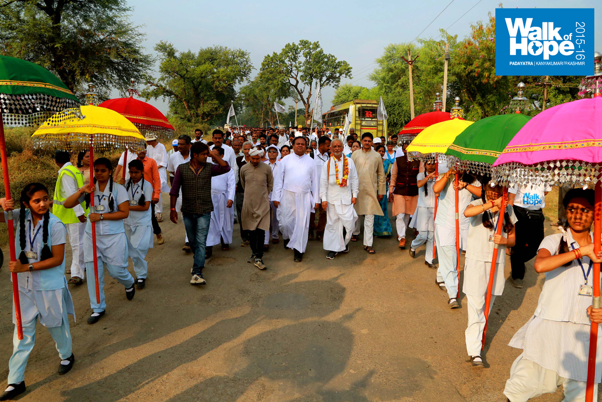 2.WOH-Day-298,-we-entered-Narsinghpur-and-had-a-great-walk-within-the-town,-Narsinghpur,-MP)
