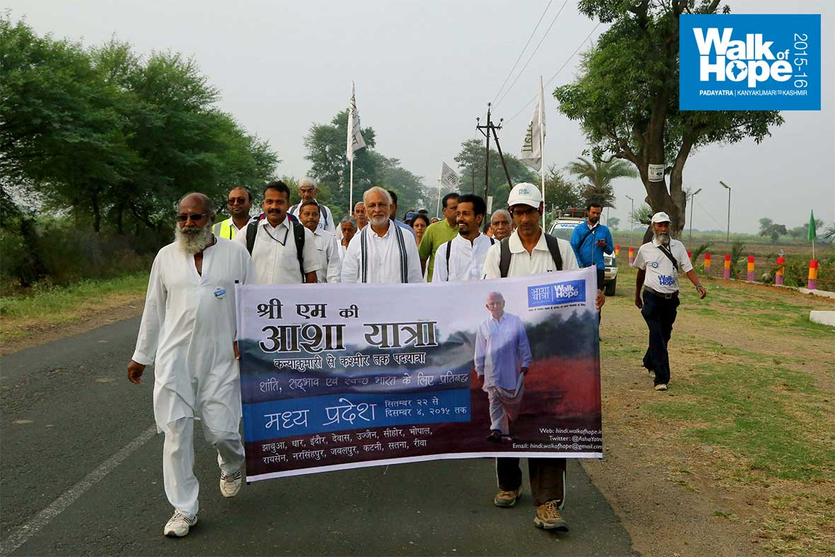 4.WOH-Day-302,-Kanjai-to-Jhansi-Ghat,-our-last-day-in-Narsinghpur-district,-MP