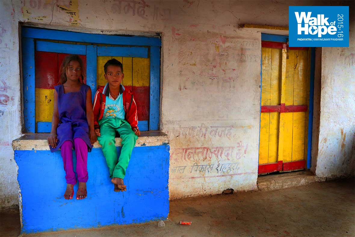 6.We-found-the-village-houses-to-be-stunningly-colourful!,-Jhansighat,-Jabalpur,-MP