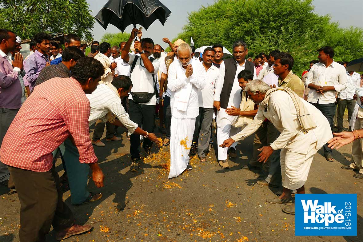 8.Sir-once-again-treads-the-flower-strewn-path,-Jhikoli,-Narsinghpur,-MP