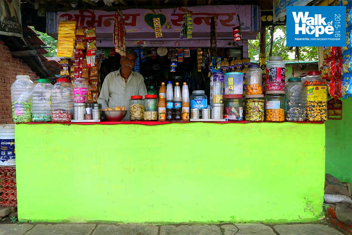 8.Well-stocked-stores-selling-all-major-brands-of-food-items-are-common-in-MP-villages,-Narsinghpur,-MP