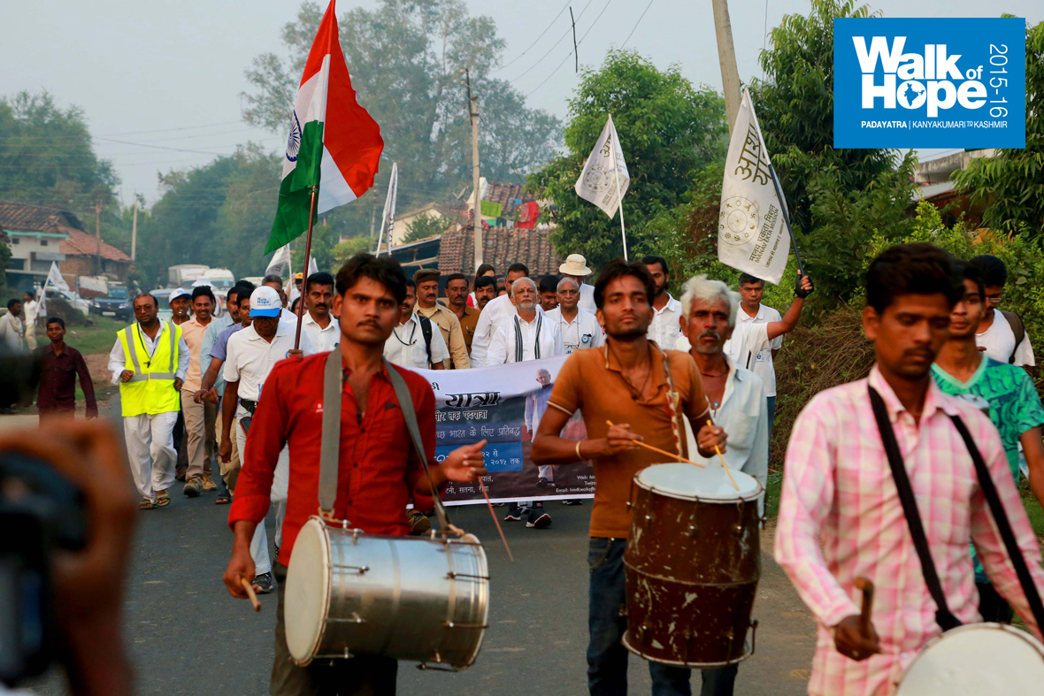 9.The-Walk-of-Hope-powers-on,-this-time-along-SH-22,-to-the-beat-of-pulsating-drums,-Village-Kamti,-Narsinghpur,-MP)