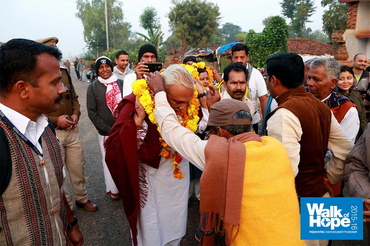 1.Traditional-welcome-at-Bahuti,-our-start-point-of-the-day,-Rewa,-MP