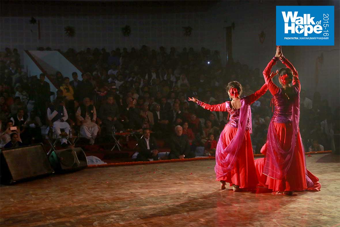 10.Sculpturesque!,-the--Kathak-trio-from-the-faculty-of-Performing-Arts,-BHU,-Varanasi,-UP