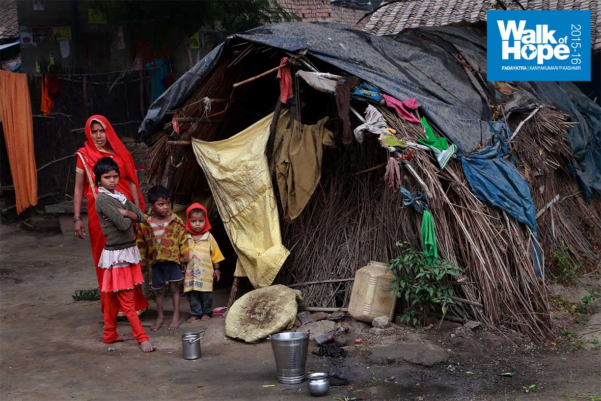 10.Unthinkable-how-this-family-can-cope-with-heavy-winter-in-a-dwelling-as-primitive-as-this!!,-Samogara,-Mirzapur,-UP