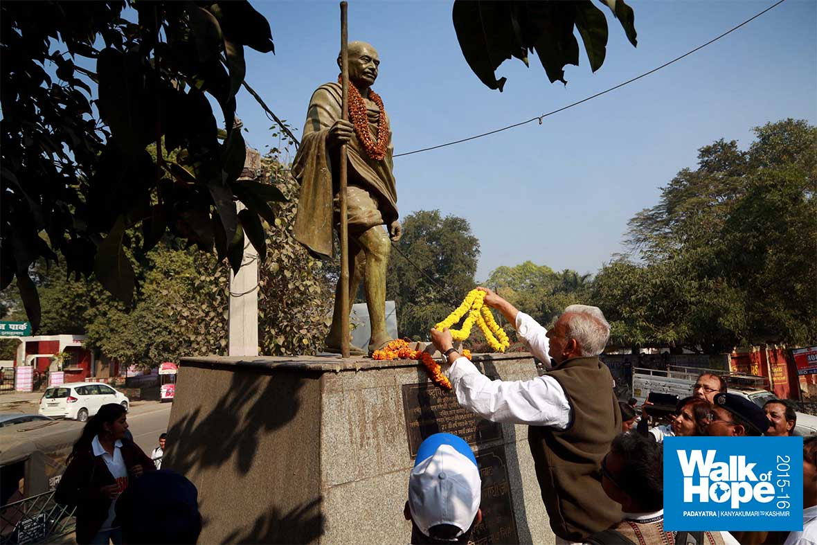 14.Offering-flowers-to-the-statue-of-Mahatma-Gandhi-at-Bharadwaj-Park,-Allahabad,-UP