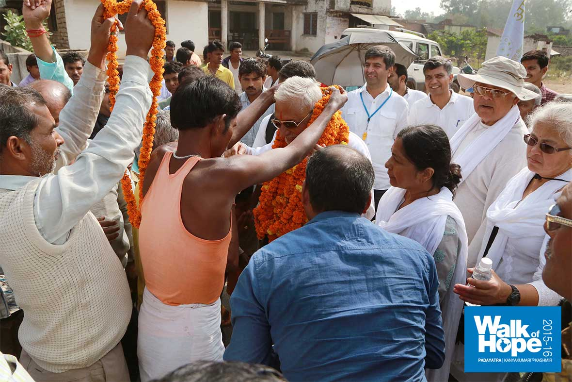 14.Villagers-of-Bhaisor-overwhelming-Sir-with-garlands-of-love,-Mirzapur,-UP