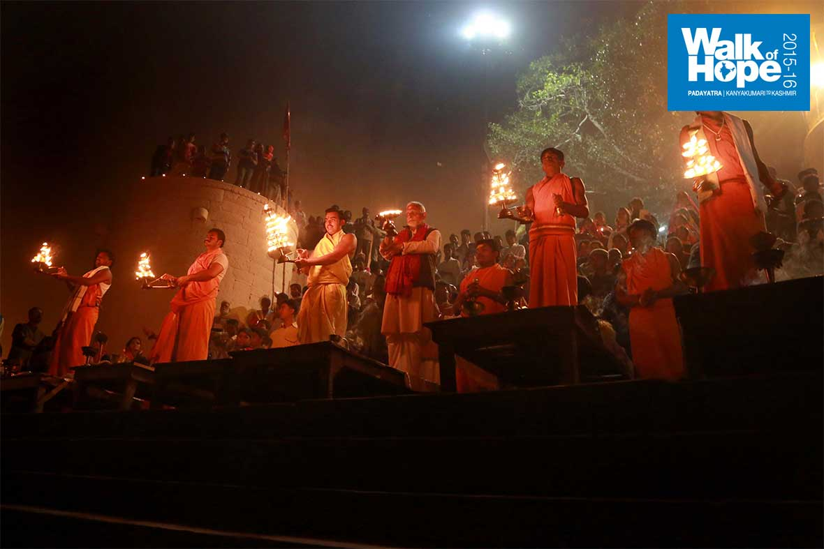15.Ganga-Arati-at-Vindhyachal-Ghat,-a-sight-to-remember!!,-Mirzapur,-UP