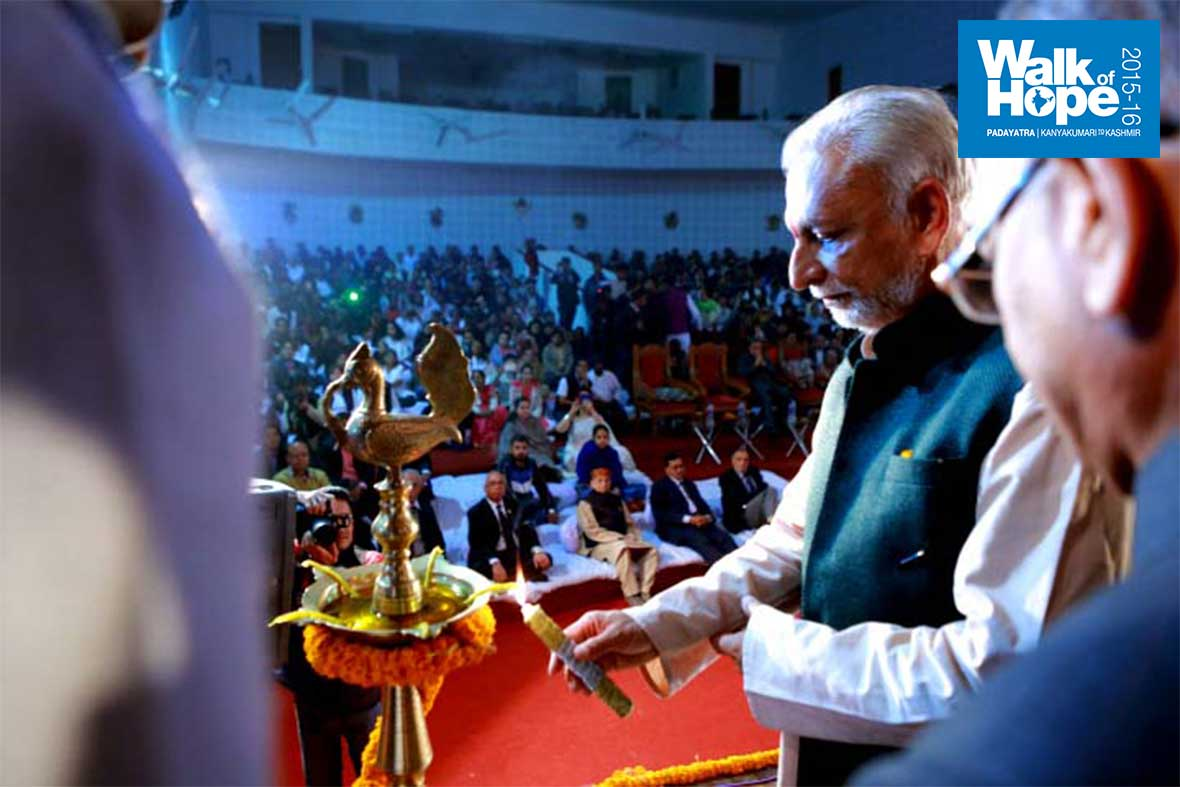 17.Lighting-the-ceremonial-lamp-to-inaugurate-the-evening