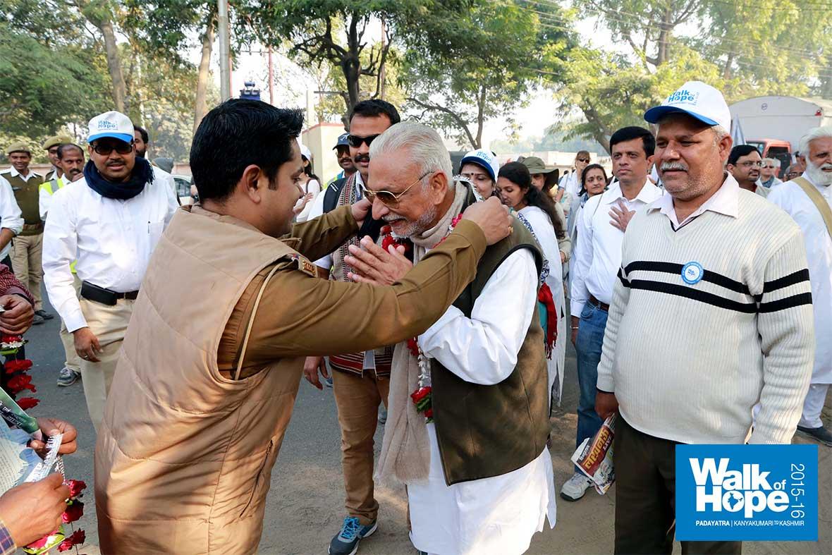 3.A-hearty-welcome-by-the-Police!,-Bamrauli,-Allahabad,-UP
