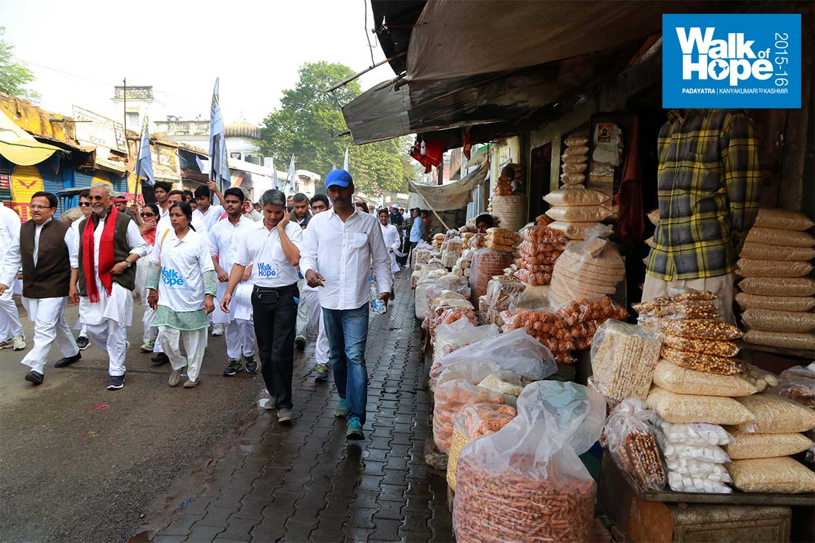 7.Foodies,-the-streets-of-Mirzapur-are-all-yours!!,-UP