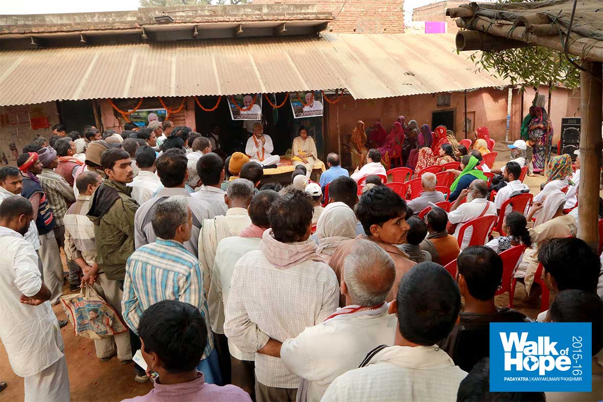 9.Satsang-at-Lahangpur,-our-end-point-for-the-day,-Mirzapur,-UP