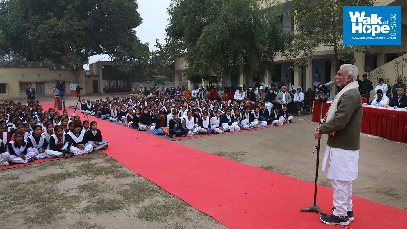 1.Addressing-the-students-of-Govt-Girls