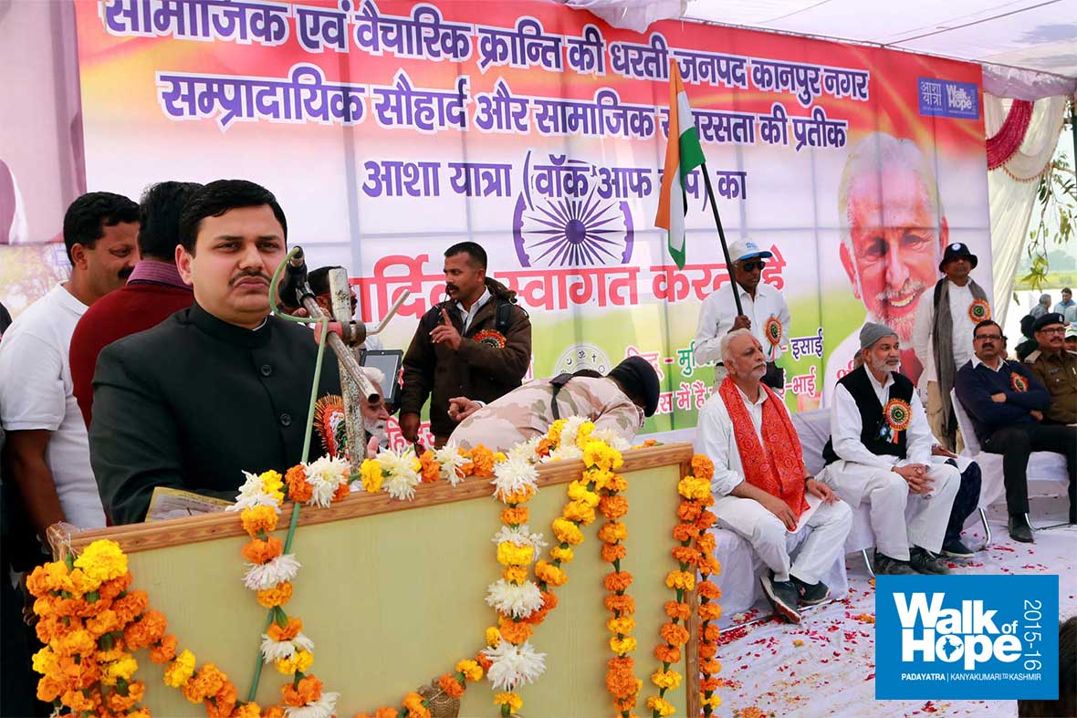 12.Sri-Kaushal-Raj-Sharma,-DM-Kanpur-addresses-the-gathering,-Sikhadia-Purwa,-Kanpur,-UP