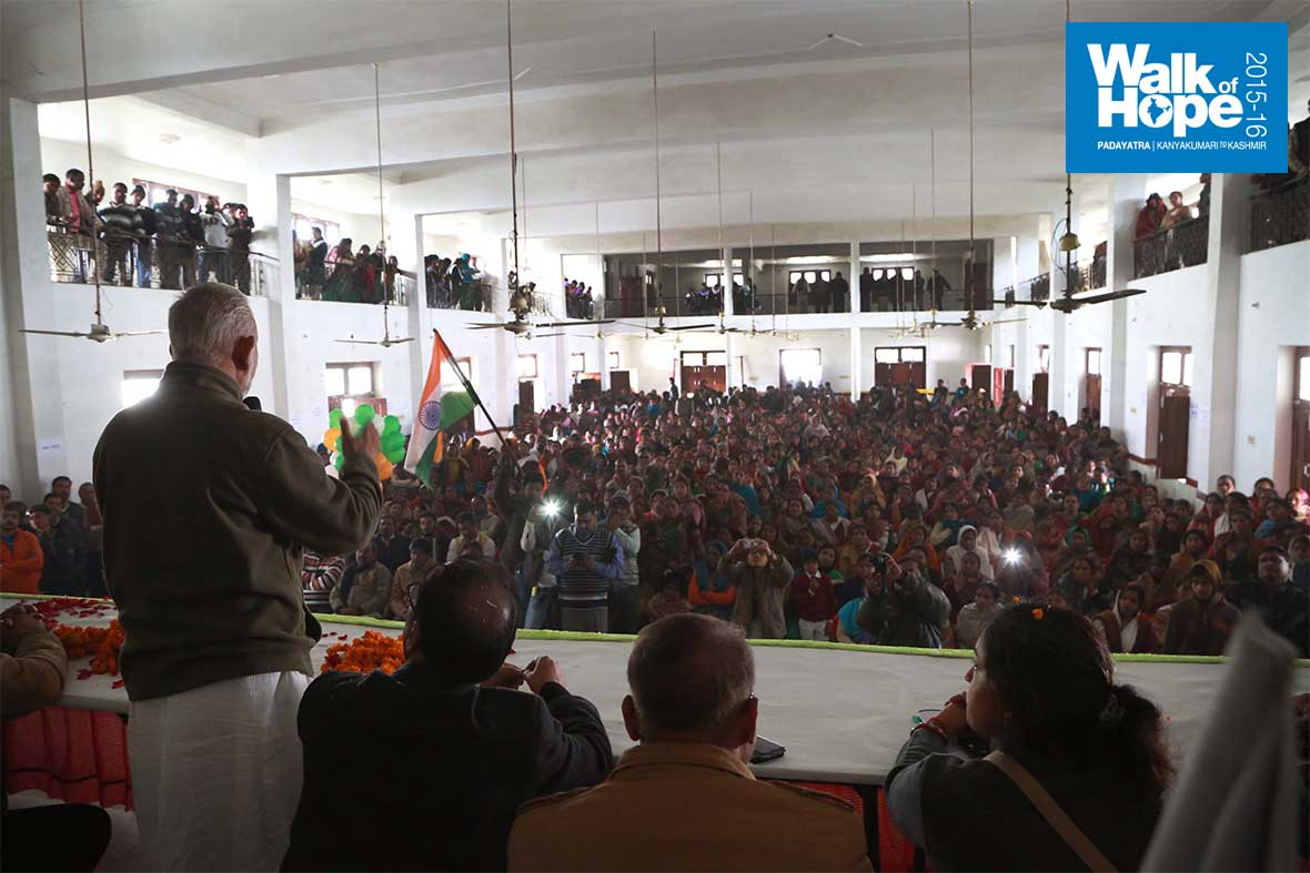 2.Addressing-the-public-and--students-of-Raipur,-Kanpur,-UP