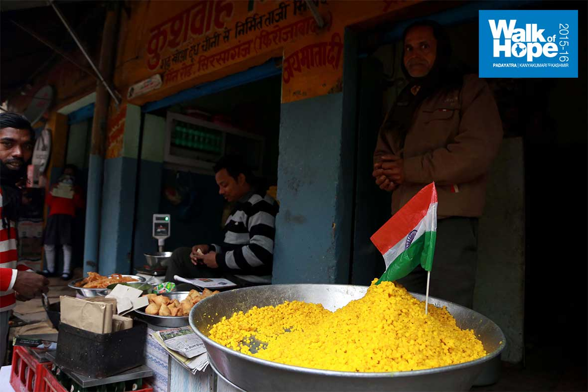 2.Sirsaganj-caught-in-Republic-Day-fervour!,-even-sweets-sport-the-tricolour!,-Firozabad,-UP