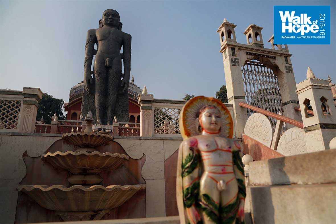 2.The-180-ton-Bahubali-Statue-at-Mahavir-Jinalay,-Firozabad,-UP