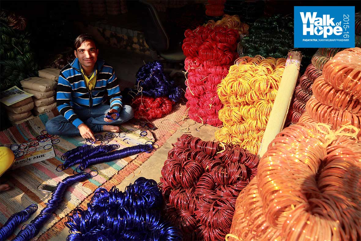 4.Just-one-of-the-100s-of-bangle-shops,-in-the-city-of-bangles!,-Firozabad,-UP