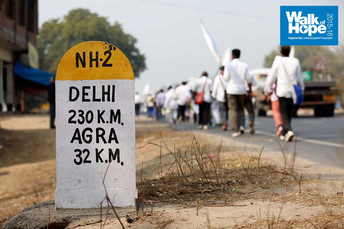5.Yatris-file-past-the-teasing-milestone-once-again!,-NH2,-Firozabad,-UP