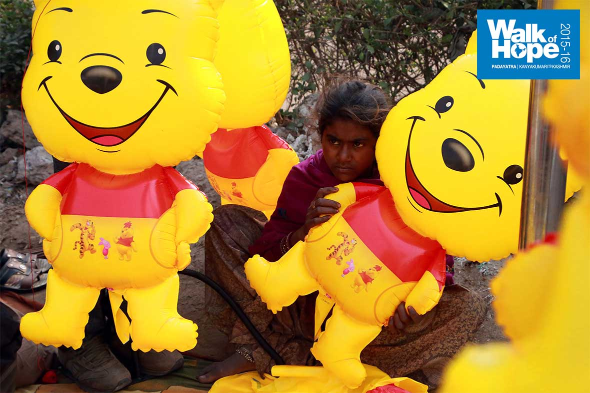 6.Sad-despite-the-gigantic-smiles-of-the-dolls-she-got-to-play-with!,-Sanjay-Place,-Agra