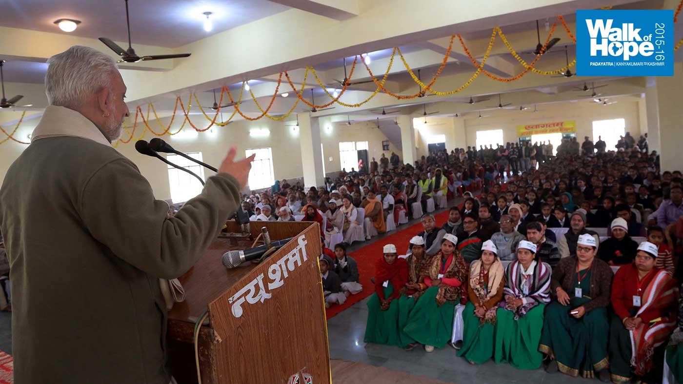 7.Addressing-the-packed-audience-at-Nagarpalika-Parishad,-Pukhrayan,-Kanpur-Dehat,-UP