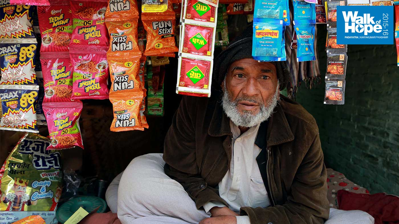 7.This-Khanpur-merchant-has-got-cosy-with-the-help-of-his-quilt!,-Kanpur-Dehat,-UP