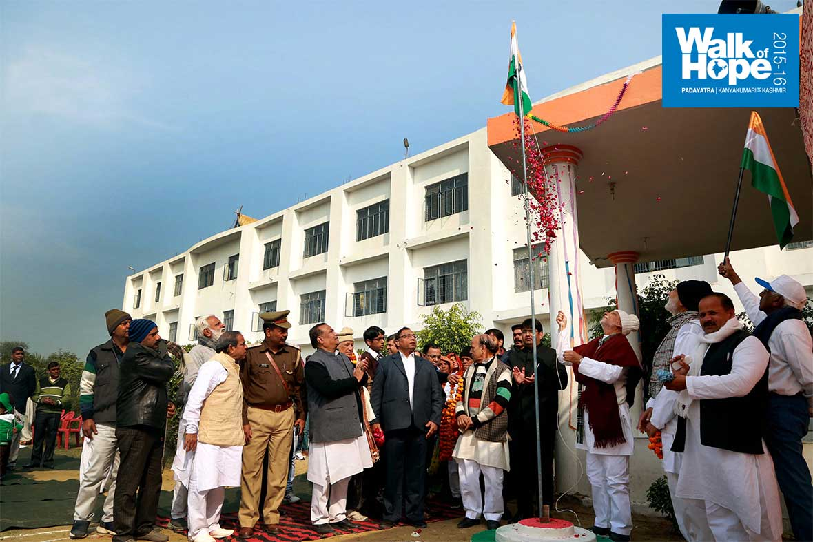 8.Sri-M-hoists-the-Tricolour,-Sirsagang-Public-School,-Firozabad,-UP