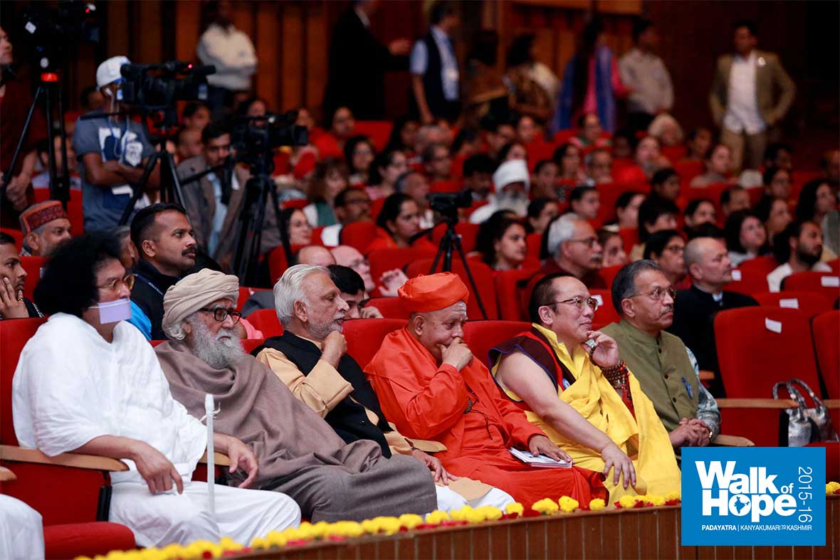 1.Spiritual-luminaries-about-to-go-on-stage-at-Siri-Fort-Auditorium,-Delhi