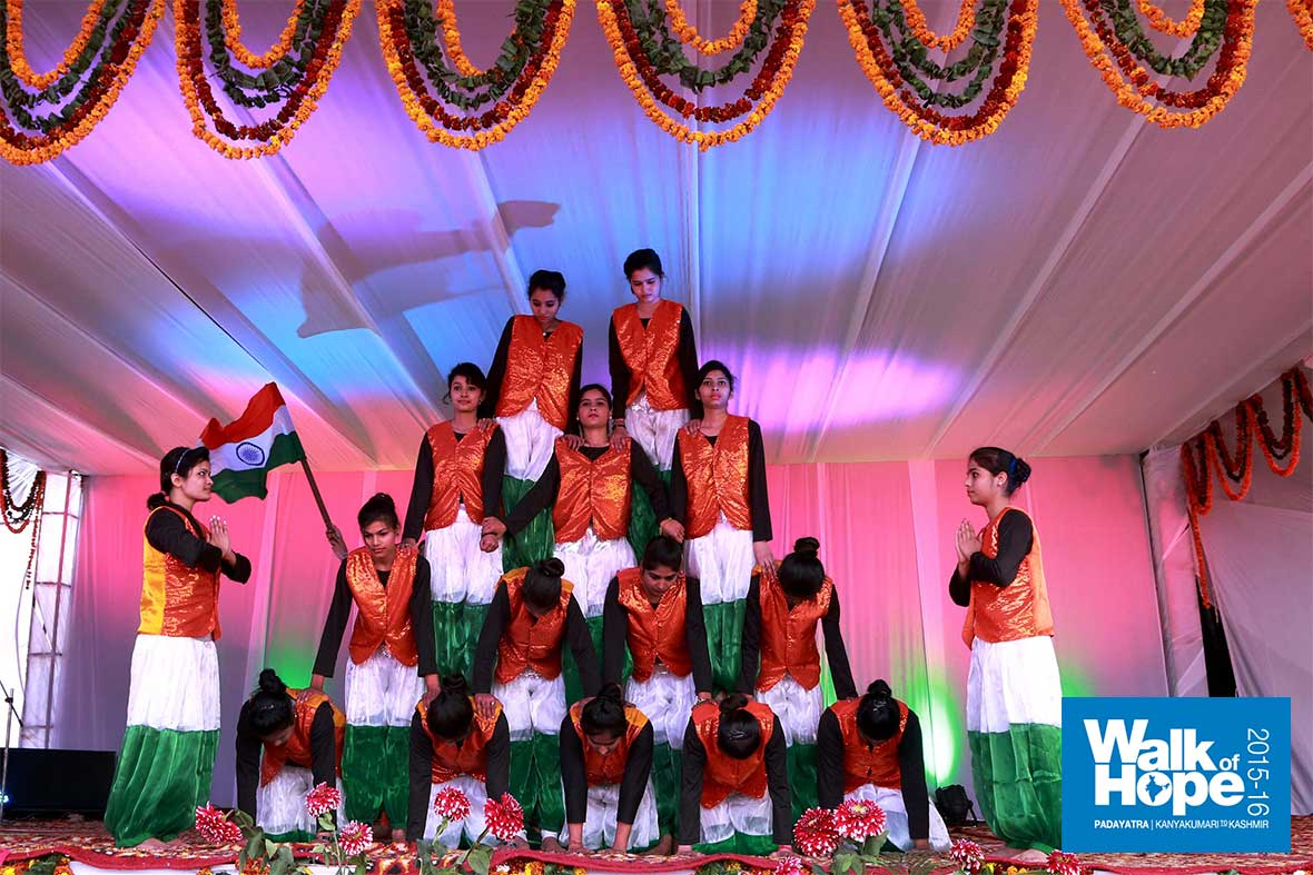 10.The-grand-finale-of-the-Vande-Mataram-Dance,-MK-College-for-Girls,-Hodal,-Haryana