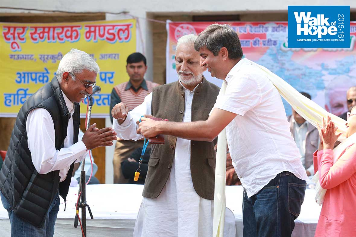 11.WOH-Agra-team-hands-over-charge-to-WOH-team-Delhi,-Surkuti,-UP